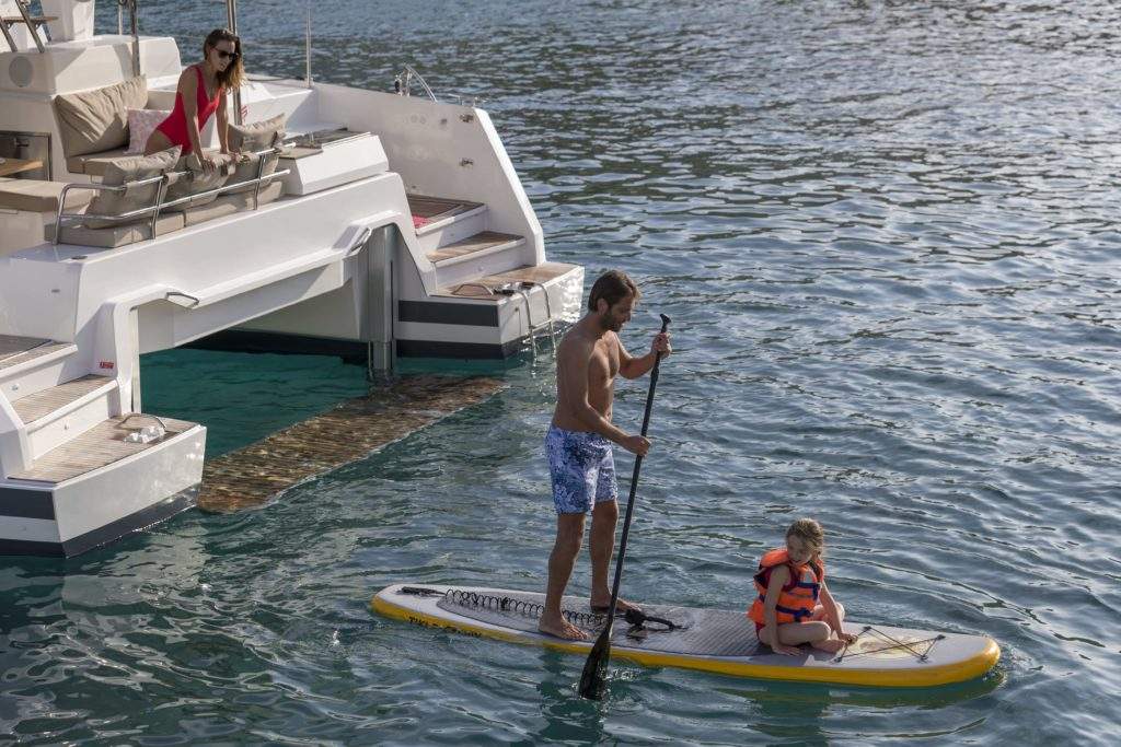Catamaran astrea 42 et son paddle