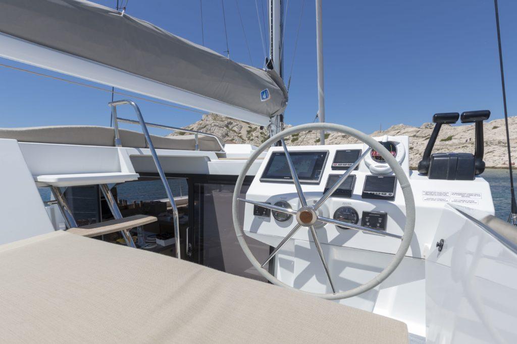 Catamaran astrea 42 barre