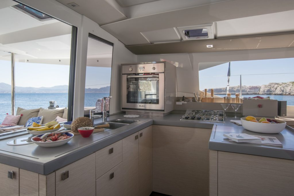 Catamaran astrea 42 cuisine