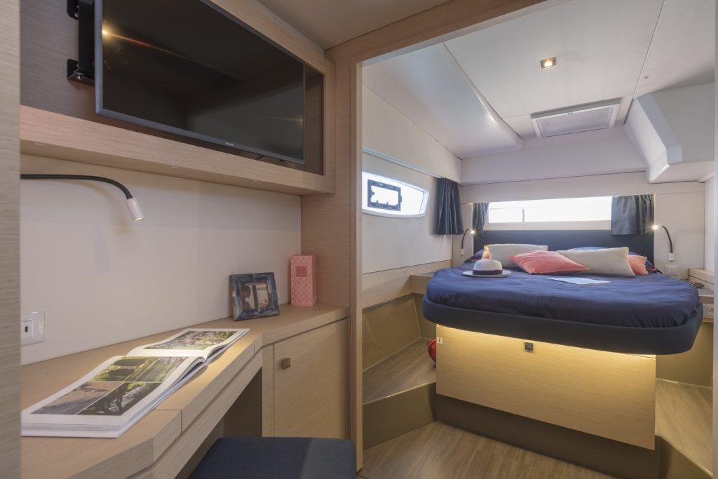 Catamaran astrea 42 maestro cabin