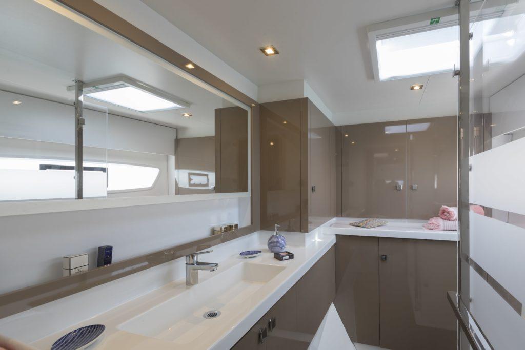 Catamaran astrea 42 salle de bains propriétaire