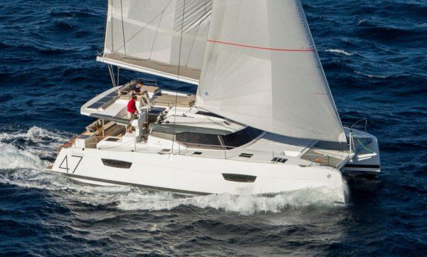Catamaran à voiles Fountaine Pajot Saona 47 en navigation en vente à Hyères et var ouest